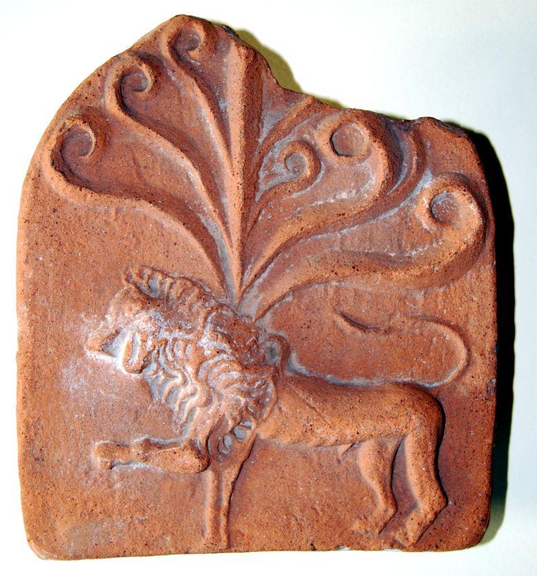 Stirnziegel mit einem Löwen