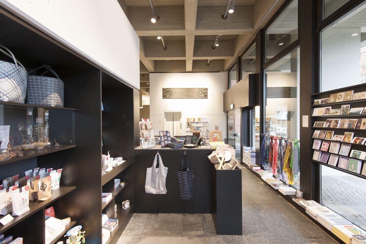 Blick in den Shop des Clemens Sels Museums Neuss