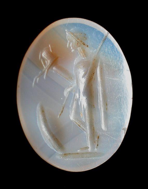 Der Gott Mars Latobius auf einer römischen Gemme aus weißlichem Achat.