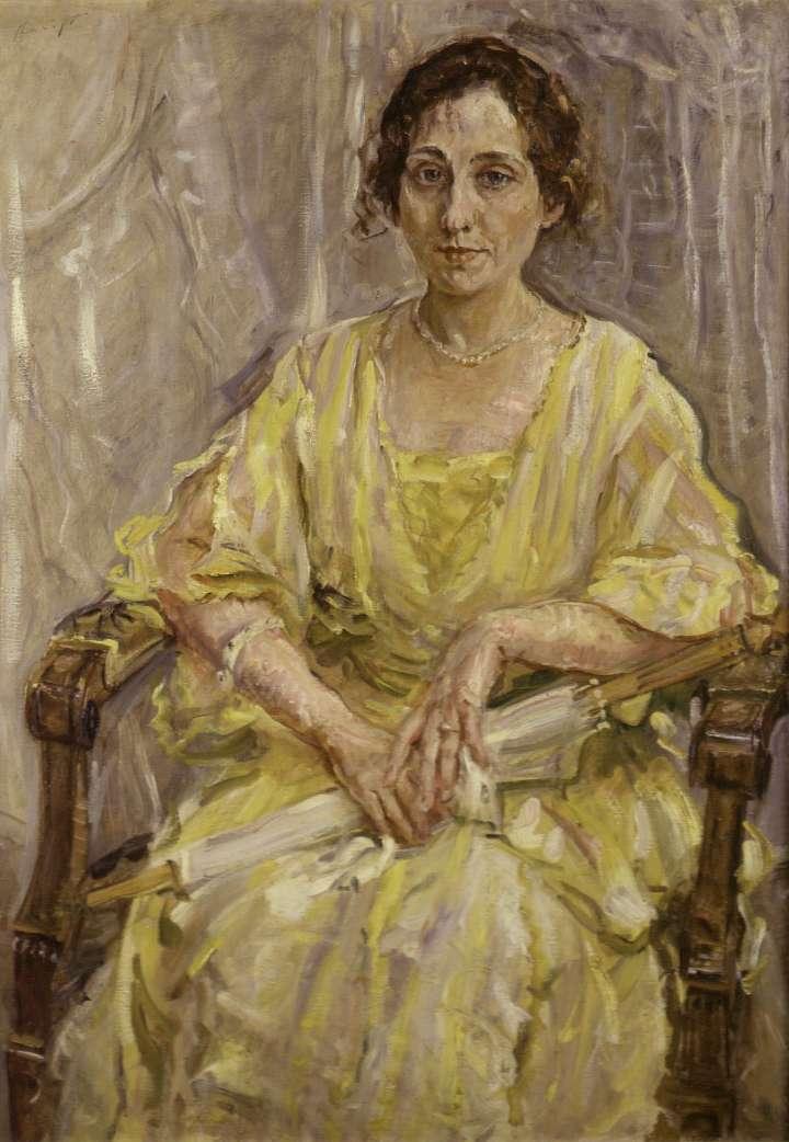"""Das Gemälde """"Dame in Gelb"""" von Max Slevogt zeigt eine Dame in einem gelben Klein. Sie sietzt auf einem Stuhl und hält einen Schirm in der Hand."""